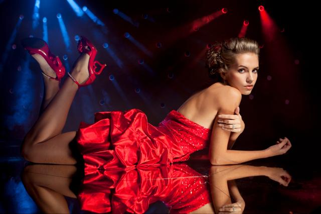 Flashig röd klänning
