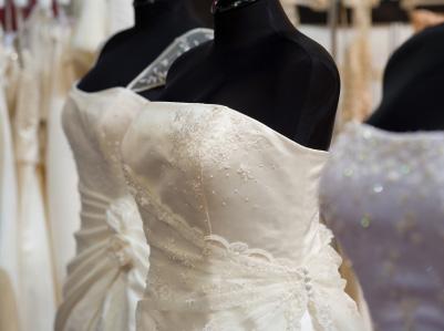 Hyra bröllopsklänning
